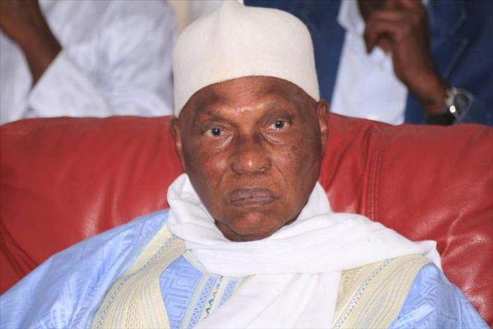 Sénégal : l'ancien président Abdoulaye Wade demande un report du scrutin présidentiel