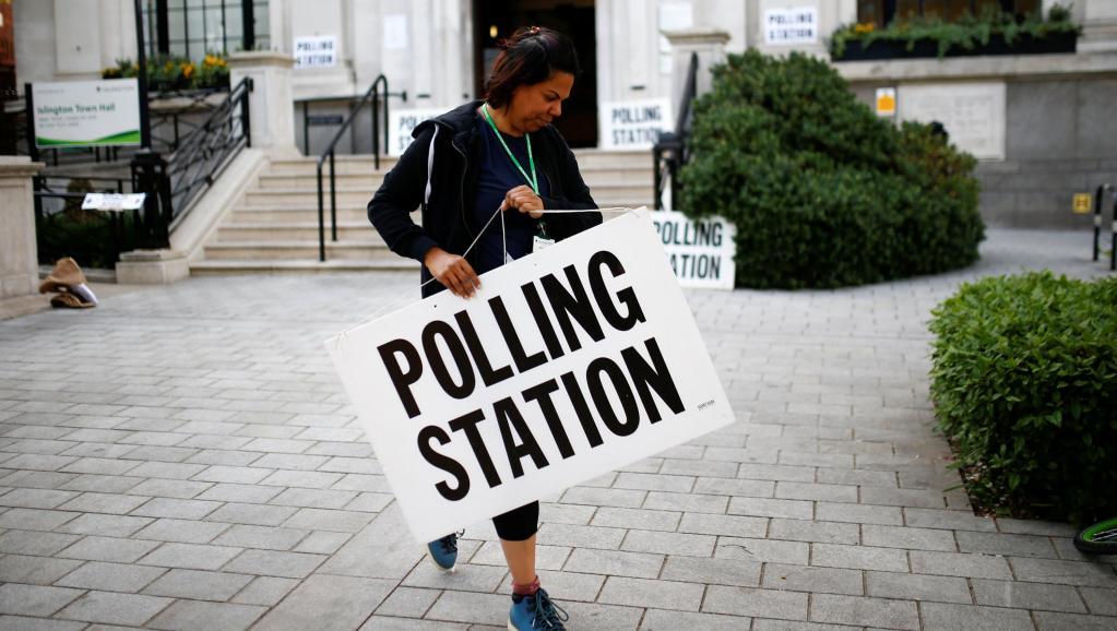 Le Parti du Brexit en tête, selon les premiers résultats — Royaume-Uni/Européennes